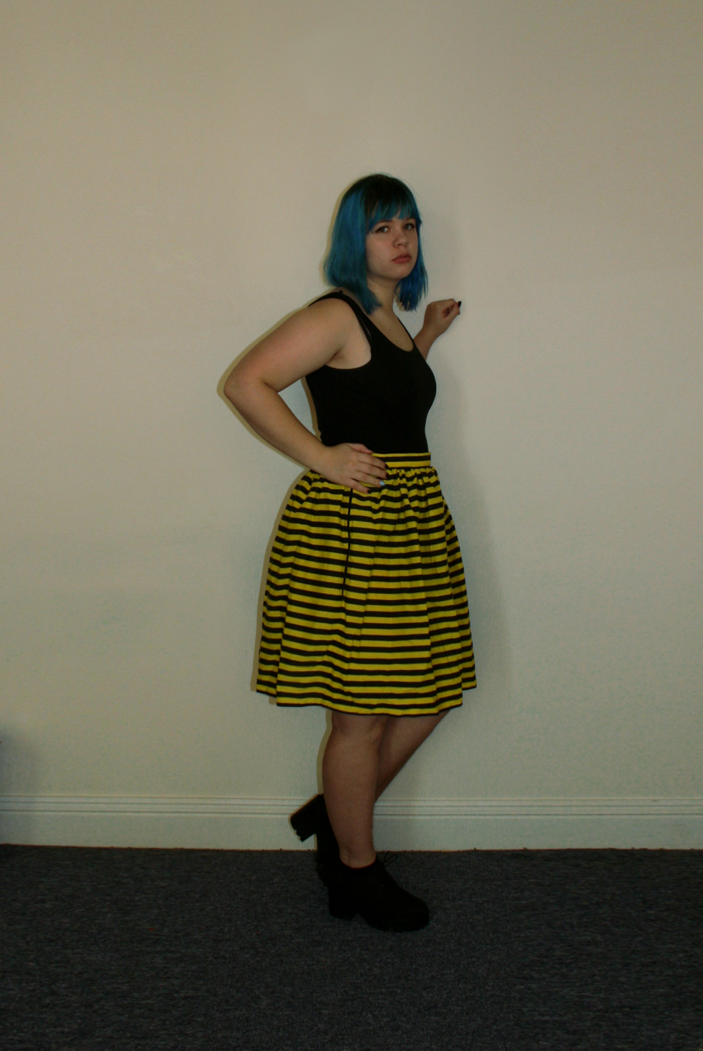 bee skirt side